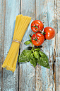 Spaghetti, basil and tomatoes on wood - MAEF009693