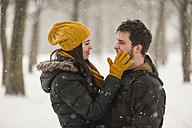 Happy young couple in winter - PAF001258