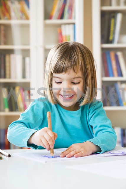 Little girl drawing - LVF002767