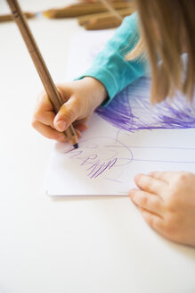 Little girl drawing, close-up - LVF002764