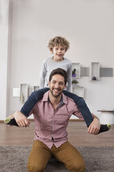 Father carrying son on shoulders - RBF002430