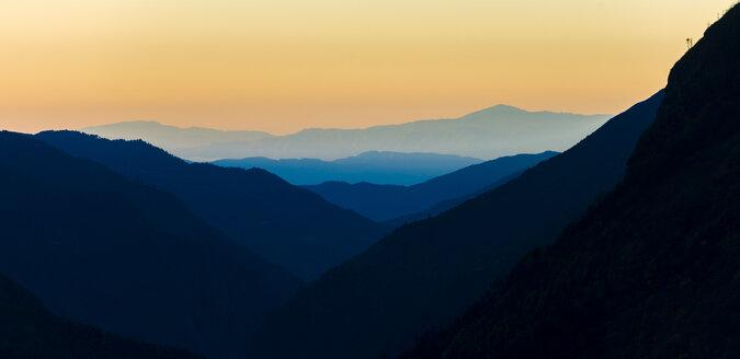 Nepal, Khumbu, Everest region, Namche Bazaar, sunrise - ALRF000005