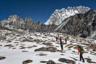 Nepal, Khumbu, Everest region, trekkers en route to Pokalde base camp - ALR000061