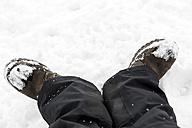Germany, Baden-Wuerttemberg, Waldshut-Tiengen, feet in snow - MIDF000041