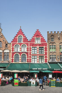 Belgium, Bruges, historic Medival City Center with outdoor gastronomy at Grand Place - GW003782