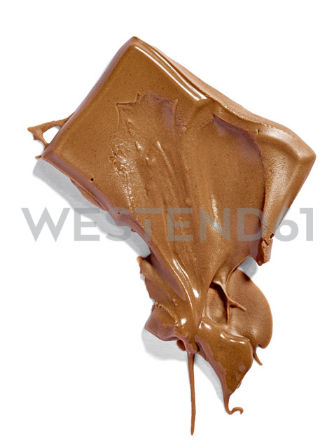 Melted chocolate bar on white background - RAMF000041