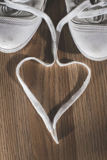 White shoelaces shaped like a heart - DEGF000269