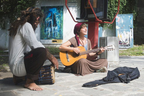 Bulgaria, Plovdiv, two street musicians making music - DEGF000335