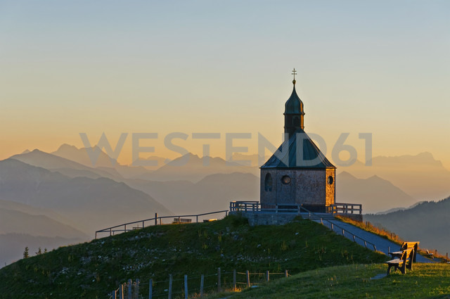 Germany, Upper Bavaria, Tegernsee, View from Wallberg, Chapel in the evening - UMF000745