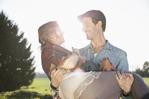 Happy couple in backlight - PDF000804