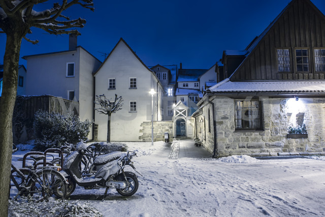 Germany, Bavaria, Coburg, Houses in winter - VT000396 - Val Thoermer/Westend61