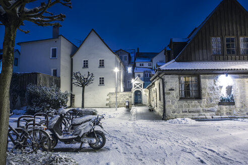 Germany, Bavaria, Coburg, Houses in winter - VT000396
