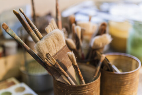 Assortment of brushes in a pottery - TCF004556