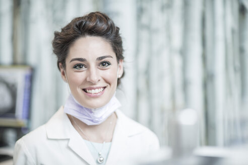 Portrait of a young female dentist - ZEF003904