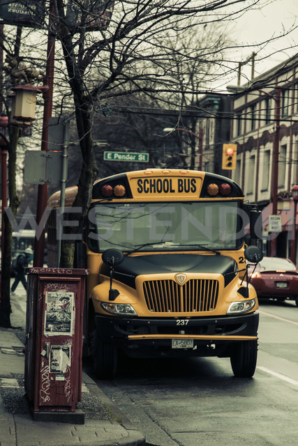 Canada, British Columbia, Vancouver, Chinatown, School bus - NG000240 - Nadine Ginzel/Westend61