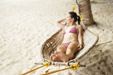 Philippines, Palawan, woman relaxing in a hammock near El Nido - GEMF000052