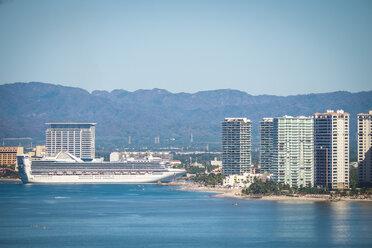 Mexico, Puerto Vallarta, cruise ship approaching the port - ABAF001635