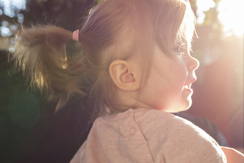 Profile of little girl with ponytail at backlight - SHKF000257
