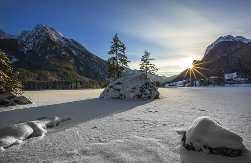 Germany, Berchtesgadener Land, Ramsau, Lake Hintersee at sunset in winter - YRF000074