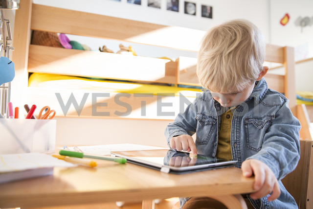 Little boy drawing with digital tablet - MFF001492