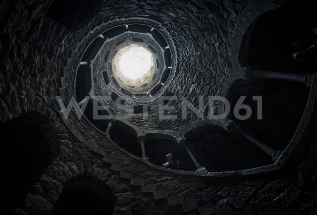 Portugal, Quinta da Regaleira, Fountain, well shaft - STC000063