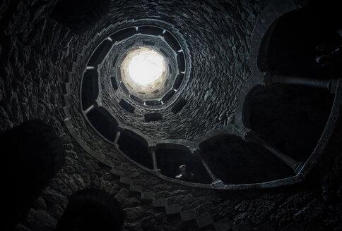 Portugal, Quinta da Regaleira, Fountain, well shaft - STC000063