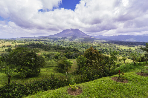 Costa Rica, Arenal Volcano National Park, View to Arenal Volcano - THAF001258