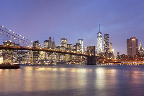 USA, New York, New York City, Manhattan, Brooklyn Bridge and skyline at dusk - FPF000038