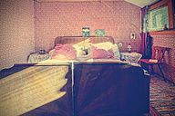 Old-fashioned bedroom - HOH001277
