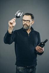 Man tasting red wine - IPF000192