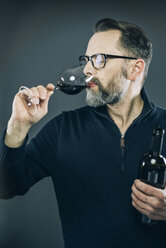 Man tasting red wine - IPF000194