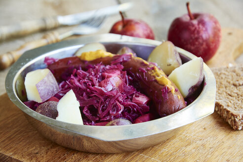Red cabbage with apples, served with red skinned potatoes and a vegan sausage - HAWF000666
