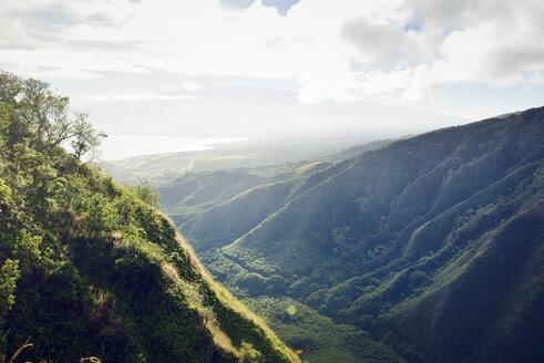 USA, Hawaii, Maui, view from Waihee Ridge Trail to Kahului and Haleakala - BRF000995