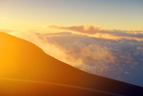 USA, Hawaii, Maui, Haleakala, sunset on mountain top - BRF001037