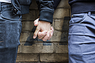 China, Hong Kong, close-up of gay couple holding hands - JUBF000005