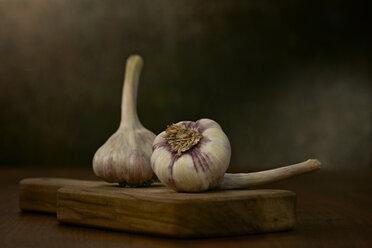 Two garlic bulbs on wooden board - DIKF000131