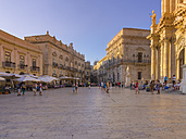 Italy, Sicily, Syracuse, Cathedral square with town hall and Palazzo Vermexio - AMF003834
