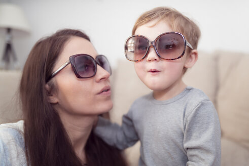 Mother and little son wearing sunglasses - OPF000040