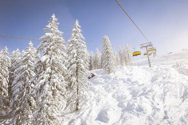 Austria, Salzburg State, Region Hochkoenig in winter, ski lift - DISF001406