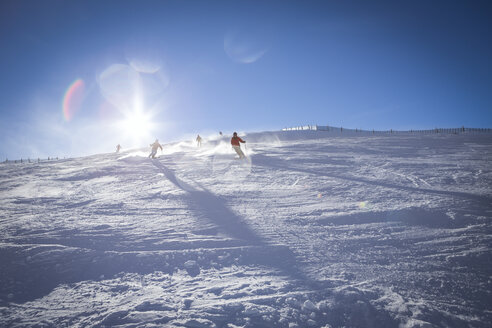 Austria, Salzburg State, Hochkoenig Region, skiers on ski slope - DISF001420