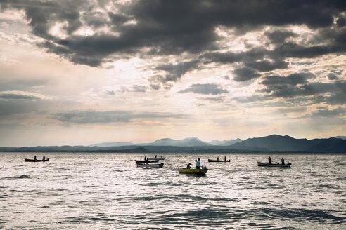 Italy, Veneto, Bardolino, Fishing boats on Lake Garda - GS000996