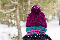Woman wearing purple woolly hat - GEMF000067