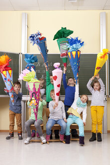 Group of happy pupils with school cones in classroom - MFRF000155