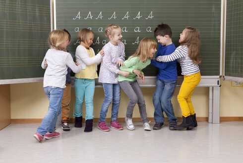 Playful pupils in classroom - MFRF000118