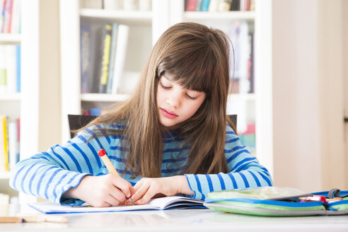 Girl doing homework - LVF002965