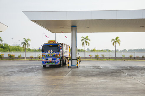 Thailand, Bangkok, truck at petrol station - STD000150