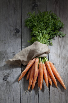 Bunch of carrots on wood - CSF024722