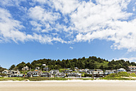 USA, Oregon, Pacific Coast, Cannon Beach, Houses at beach - FOF007792