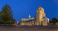 Germany, Hildesheim, cathedral at dusk - PVC000275