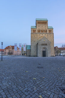 Germany, Hildesheim, cathedral with Bernward Monument at dusk - PVCF000287